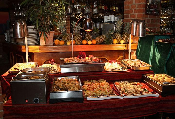 """Buffet Mexcal. Jeden ersten Samstag im Monat """"Essen satt"""" für 17,90 EUR pro Person"""