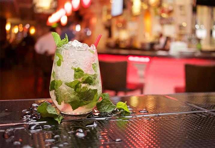 HAPPY HOUR. Täglich von 15 bis 18 Uhr & 23-24 Uhr. Alle Cocktails nur 5,00 Euro!